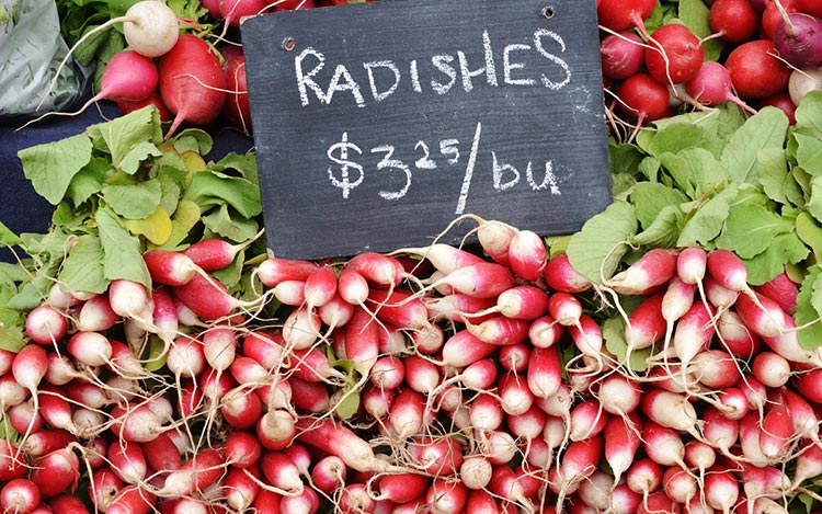 2-Fresh-and-organic-produce-can-be-found-at-the-Kitsilano-Farmers-Market-(Kathy-Mak)