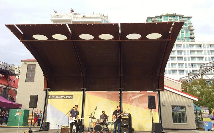 6-Live-music-at-the-Shipyards-Night-Market-(Kathy-Mak)