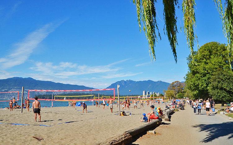 9-Vancouver-Seawall---Kitsilano-Beach-(Kathy-Mak)