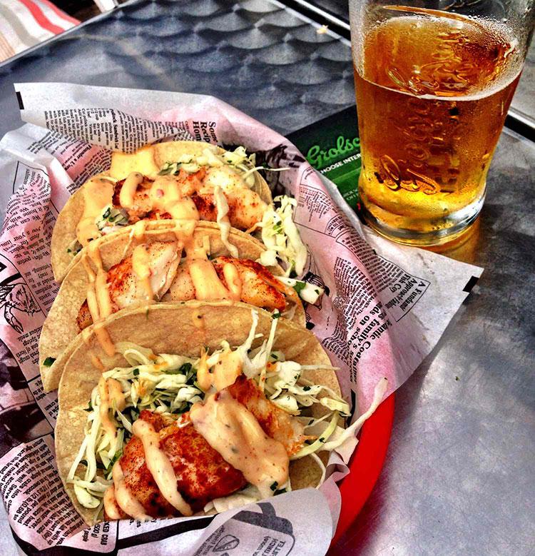 Fish-Tacos-and-beer-at-Hooked