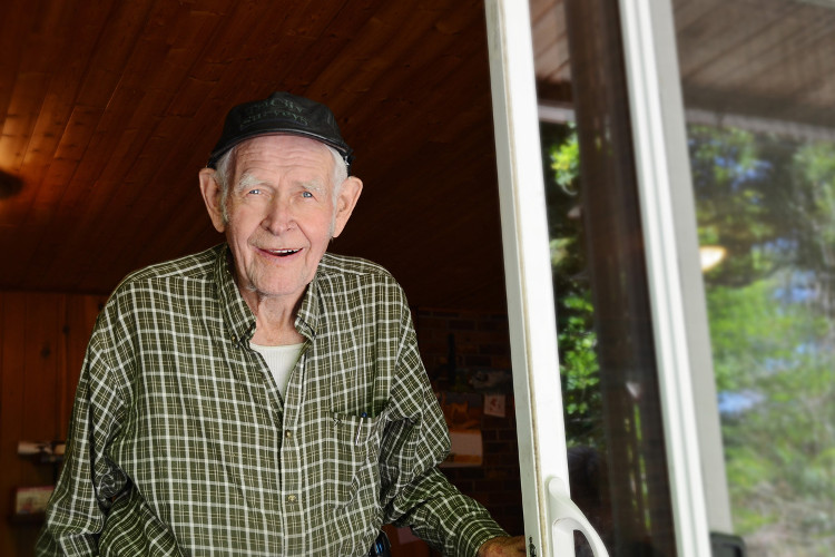 90-year-old Gert Weller has been welcoming u-picking visitors to his farm for 40 years.