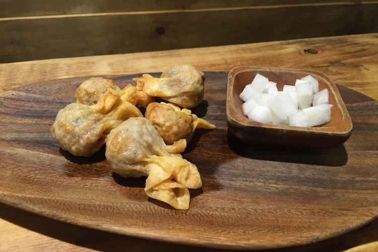 Deep-fried wontons from Samsoonie